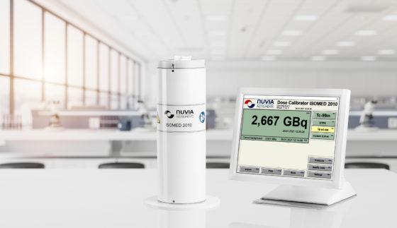 A dose calibrator with a screen